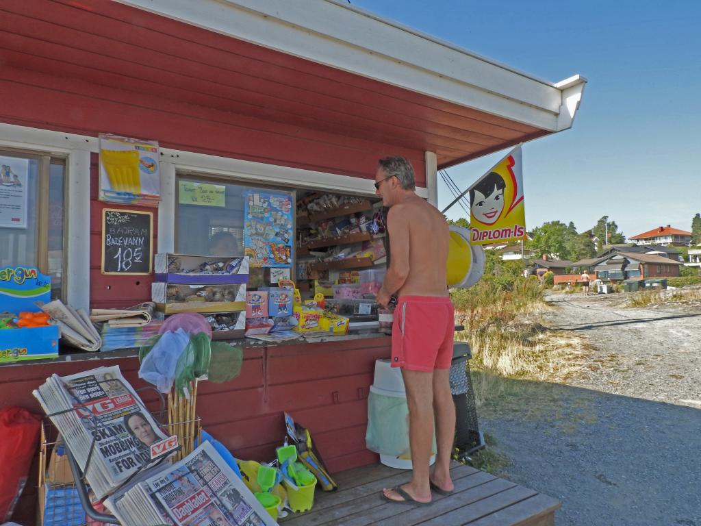 0-kiosken-solsondag-pa-halden-brygge-6