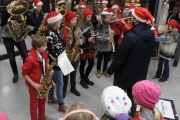fornebu-s-julegrantenning-28-11-2015-foto-paal-alme-8